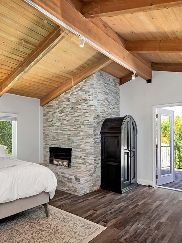 bedroom-fireplace-balcony
